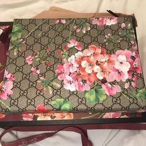 e5acf07e553 Gucci Bags - Gucci bloom cosmetic pouch clutch